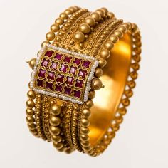 Indian Gold Jewelry Near Me Gold Bangles Design, Gold Earrings Designs, Gold Jewellery Design, Gold Rings Jewelry, Jewelry Sets, Quartz Jewelry, Jewelry Making, Antique Jewellery Designs, Jewelry Collection