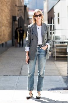 New York Fashion Week street style Spring/Summer 2018 Vogue Legging Outfits, Blazer Outfits, Blazer Fashion, Fashion Outfits, Fashion Clothes, Womens Fashion, Blazer Jeans, Tweed Blazer, Fashion Week