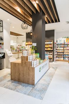 New fruit shop design beautiful Ideas Pharmacy Store, Retail Shelving, Fruit Shop, Boutique Decor, Clinic Design, Beauty Salon Interior, Retail Store Design, Store Interiors, Rack Design