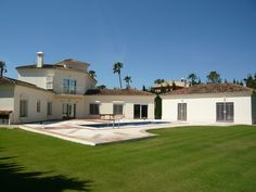 Charming villa for sale in Sotogrande located within minutes of the beach