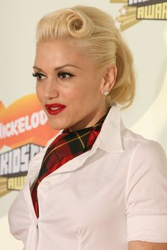 Gwen Stefani Long Hairstyle: Ponytail with Twisted Bangs Square Face Hairstyles, Retro Hairstyles, Ponytail Hairstyles, Girl Hairstyles, Long Hairstyle, Victory Rolls, Hair Images, Hair Pictures, Hairstyles Pictures