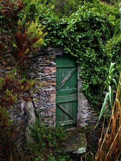 secret garden- love the high stone walls and barn door. Reminds me of the English countryside