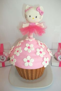 Cupcake gigante HELLO KITTY!