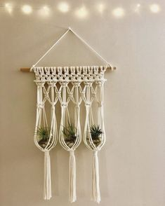 Macrame Plant Hanger Patterns, Macrame Wall Hanging Diy, Macrame Plant Hangers, Macrame Art, Macrame Projects, Macrame Patterns, Macrame Knots, Quilt Patterns, Micro Macrame