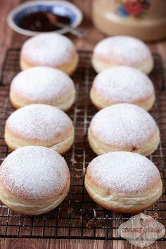 Delikatne pączki pieczone - odchudzone Polish Desserts, Polish Recipes, Cookie Desserts, Sweet Recipes, Cake Recipes, Dessert Recipes, Delicious Desserts, Yummy Food, Banana Pudding Recipes