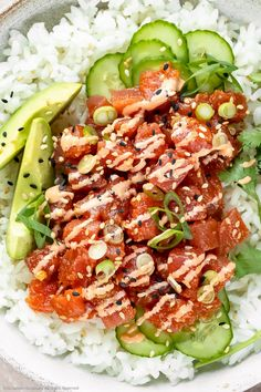 Overhead, close-up photo of Homemade Spicy Tuna Sushi Bowl drizzled with spicy mayonnaise and garnished with slices of avocado, cucumber, scallions and fresh cilantro. Tuna Sushi Recipe, Spicy Tuna Recipe, Fresh Tuna Recipes, Spicy Tuna Sushi, Spicy Tuna Roll, Sushi Recipes, Spicy Recipes, Seafood Recipes, Asian Recipes