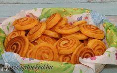 Sajtos érme Snack Recipes, Snacks, Hamburger, Carrots, Almond, Goodies, Chips, Vegetables, Ethnic Recipes