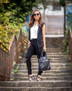 Manteau sans manches, look chic décontracté, pantalon noir destroy, fashion style, black and white look