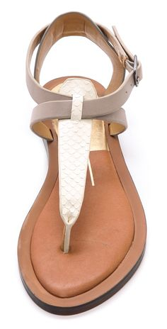 Looove these shoes, love the neutral colors, they can go with anything and they look so comfortable