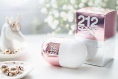 Melina Souza #carolinaherrera212 #212 #perfume212 #212vipsexy #carolinaherrera Perfume 212 Vip, Carolina Herrera 212 Vip, Serendipity 3, Pills, Place Card Holders, Dress Code, Fragrances, Sexy, Diva