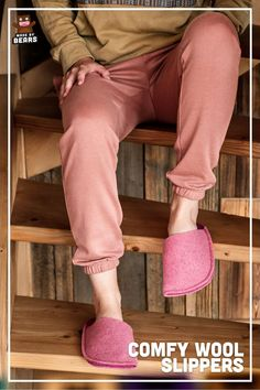 Pink slippers for women. Made of wool felet. So comfy and warm. #slippers #pinkslippers #pinkdecor #pinkinterior #pinkhomedecor Pink Slippers, Fuzzy Slippers, Slippers For Girls, Fashion Slippers, Pink Home Decor, Bridesmaid Gifts, Girlfriends, Comfy, Gift Ideas