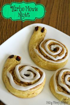 Have a Turbo Movie Night with fun snacks and activities for the kids. They can even enjoy snail wrapped cinnamon rolls for Turbo Movie Night. Cute Food, Good Food, Yummy Food, Kool Aid, Movie Night Snacks, Movie Nights, Disney Dinner, Tacos, Dinner And A Movie