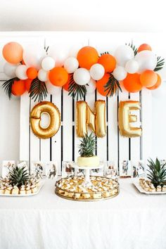 how to make an easy balloon arch – the cutest tropical themed party for a firs… how to make an easy balloon arch – the cutest tropical themed party for a first birthday Party Knaller, Festa Party, Ideas Party, 1st Birthdays, 1st Birthday Parties, Birthday Ideas, Balloon Birthday, Simple Birthday Decorations, Tropical Party Decorations