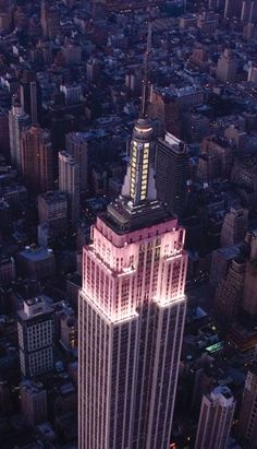 The lights of the Empire State Building in NYC glow pink in honor of the Estee Lauder Companies' Breast Cancer Awareness Campaign and the Global Landmark Illumination Initiative. The lighting kicks off Breast Cancer Awareness Month. Empire State Building, Empire State Of Mind, Lets Go Mets, City From Above, Tower Light, Voyage New York, Monuments, 4th Of July Fireworks, Places