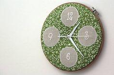 Framegroup / Katka, ručne vyšívané nástenné hodiny
