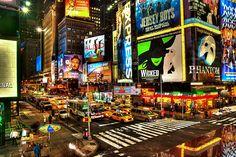 Ein Besuch des Broadway ist bei einer New-York-Reise ein absolutes Muss. Doch welche Stücke lohnen sich? Broadway-Kenner Ken Mahoney verrät seine Tipps.