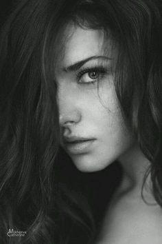 Beautiful black and white portrait Foto Portrait, Female Portrait, Black And White Portraits, Black And White Photography, Photography Women, Portrait Photography, Foto Face, Portrait Inspiration, Character Inspiration