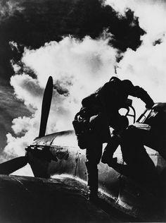 Pilot Hurikánu z 312. československé stíhací perutě RAF na základně Jurby na ostrově Man, rok 1941.