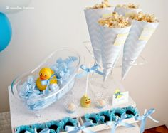 The popcorn and a vintage bathtub with the duck for this rubber duck themed party