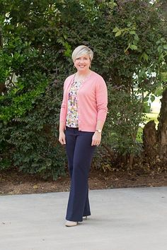 261364fbe 2 Colorful Ways to Wear Navy Blue Pants