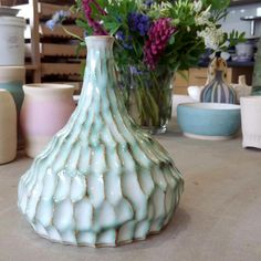 "165 Synes godt om, 7 kommentarer – The Ceramic Studio (@ceramicstudio5oak) på Instagram: ""this striking #ceramicvase by @sukching_soong is decorated with oxides and carved texture 💐"""