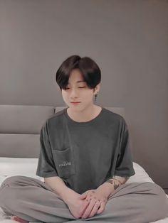 This is honestly such a look Foto Bts, Bts Photo, Jung Kook, Busan, Bts Kookie, Bts Bangtan Boy, Bts Taehyung, Bad Boy, V Bts Wallpaper