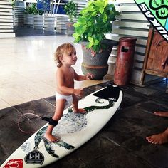 Afbeelding via We Heart It https://weheartit.com/entry/126123672/via/18827820 #boy #cute #summer #surf
