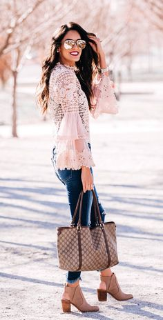 white floral trumpet-sleeved shirt and blue denim fitted jeans outfit Cute Winter Outfits, Spring Outfits, Cool Outfits, Fashion Outfits, Prom Dresses With Pockets, Black And White Shirt, Casual Dresses, Casual Outfits, Casual Shirts