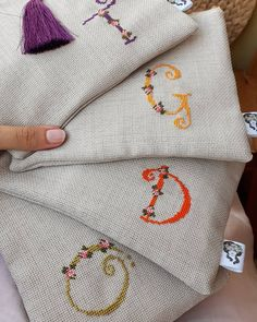 How To Fold Jeans, Embroidery Bags, Crochet Pillow, Vintage Bags, Small Bags, Cross Stitching, Needlepoint, Cross Stitch Patterns, Videos