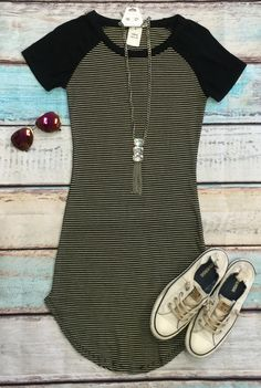 Home Team Tunic Dress: Black Casual Fall Outfits, Chic Outfits, Casual Dresses, Fashion Outfits, Formal Dresses For Teens, Dress With Sneakers, Girls Fashion Clothes, Classy Dress, Comfortable Outfits