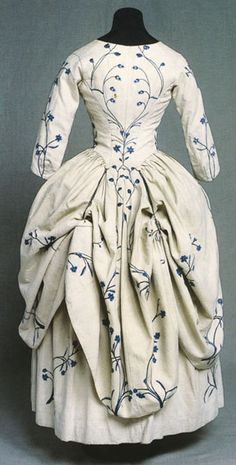 Robe à l'anglaise retroussée, outer fabric embroidered linen, lining linen, 1770s, KM 67.871