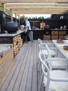 15 saker du kan bygga in i altanen Diy Outdoor Kitchen, Outdoor Rooms, Outdoor Living, Outdoor Decor, Garden Furniture, Outdoor Furniture Sets, Natural Swimming Pools, Natural Pools, Jacuzzi Outdoor