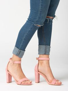 Sandalia Salma Rosa - Sandalia en color rosa. Cierre con hebilla en pulsera  al tobillo 2f30d986f7fb