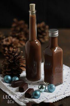Braucht ihr noch ein Last Minute Geschenk für Weihnachten? Dann ist dieser Schokoladen-Toffee-Likör genau das Richtige. 4 Zutaten, 30 Minuten Zeit und fertig ist der leckere Nachtisch zum Schnabolieren. Das braucht ihr: 25 Stück Schokoladen-Toffe 200 ml Sahne Prise Salz 200 ml Korn Und so gehts: Für ca. 500 ml Likör. In einem Topf kocht …