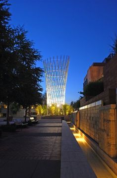 Public Art 4Culture: Vessel towers four stories high at the center of Fred Hutchinson Cancer Research Center where it serves as an airy hub to the surrounding buildings and landscape. Artist Ed Carpenter was mindful of the important research undertaken on the campus. He describes the artwork as a basket of light, encompassing excellence of research and hope for healing. The elegant, monumental artwork at the front door of the Hutchinson Center is a testament to artistic vision and…