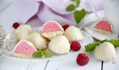 Små söta biskvier med hallon och vit choklad!
