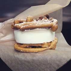 FuNELLE Cake Ice Cream Sandwich 😱 Vanilla Mascarpone Ice Cream and strawberry jam filling sandwiched between two funnel cakes. 📷 Could this be the next game changer? Tag a friend who needs to see this! Sandwiches, Sandwich Cake, Sandwich Cream, Mascarpone Ice Cream, Food & Wine Magazine, Yummy Ice Cream, Köstliche Desserts, Cream Cake, Cream Cream