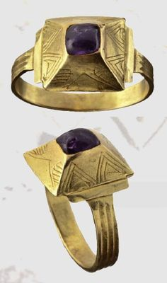 A Germanic gold ring, Amethyst , 12th century A.D. (HH)