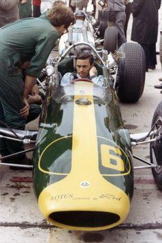 Jim Clark in a Lotus F1 Lotus, Lotus Car, Indy Car Racing, Indy Cars, Old Race Cars, Pedal Cars, Classic Motors, Classic Cars, Grand Prix