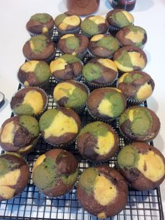 I volunteered to make camo cupcakes for my cousin's baby shower this weekend. (The nursery theme is camo/wilderness.) I found an idea for ...