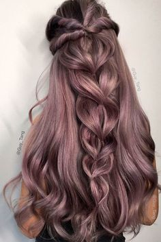 See our selection of pretty holiday hair ideas for a party. Pretty Hairstyles, Braided Hairstyles, Wedding Hairstyles, Hairstyle Ideas, Modern Hairstyles, Updo Hairstyle, Wedding Updo, Graduation Hairstyles, Holiday Hairstyles