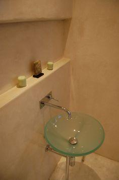 Tadelakt 6 Tadelakt, Bathroom Lighting, Sink, Mirror, Furniture, Home Decor, Bathroom Light Fittings, Sink Tops, Bathroom Vanity Lighting