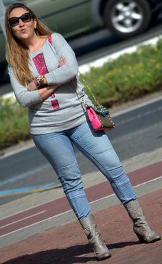 ·         Sudadera: H (a/w 12-13)  ·         Jeans: H  ·         Botines: ana bonilla (old)  ·         Bolso: Aliloveyou   ·         Gafas de sol: Prada  ·         Reloj: Michael Kors, Joyería Sancy  ·         Anillo: Joyeria Sancy