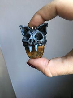 Een persoonlijke favoriet uit mijn Etsy shop https://www.etsy.com/nl/listing/580695860/hanger-met-ketting-natuursteen-en-klei