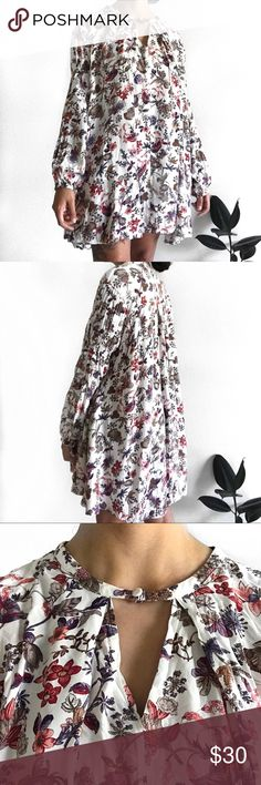"""• Flowy Lightweight Floral Tunic Dress • • Brand: Umgee USA • Size: M • Condition: Very gently used • Flaws: None • Measurements: - length: 30"""" - bust (armpit to armpit): 23"""" - sleeve length: 20"""" from shoulder Umgee Dresses"""