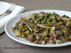 La vignarola romana è una ricetta povera, semplice ma saporita, a base di carciofi, fave e piselli ottima da servire come contorno o per condire la pasta!