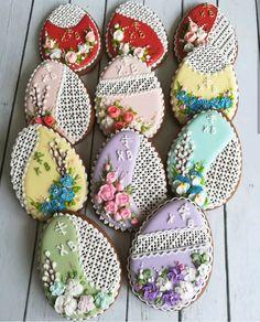 Easter gingerbread eggs Summer Cookies, Fancy Cookies, Iced Cookies, Cupcake Cookies, Cookie Favors, Heart Cookies, Easter Cupcakes, Christmas Cupcakes, Easter Cookies
