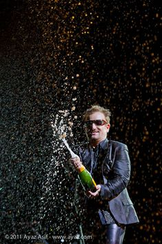 Bono and Bubbly! Great Bands, Cool Bands, Birthday Wishes, Happy Birthday, Birthday Board, U2 Band, Bono Vox, Moncton Nb, Paul Hewson