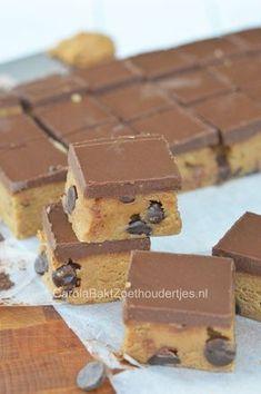Cookie dough pindakaaskoeken een supersnel no bake recept. Cookie dough peanutbutter bars, a no bake recipe, ready in 10 minutes!
