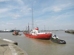 On the river at last after ten years docked at Tilbury. The Ross Revenge enroute to the River Blackwater. Fishing Vessel, Old Time Radio, River Thames, North Sea, Revenge, Britain, Ships, Explore, Tilbury